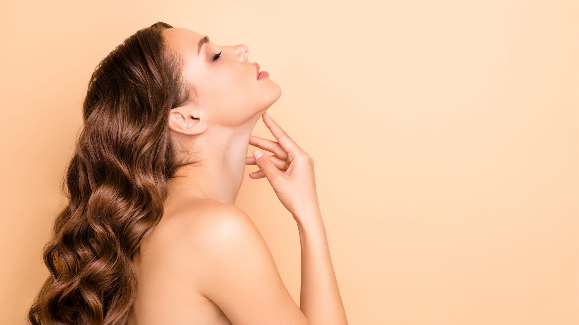 Your day-to-day neck and décolleté beauty routine.