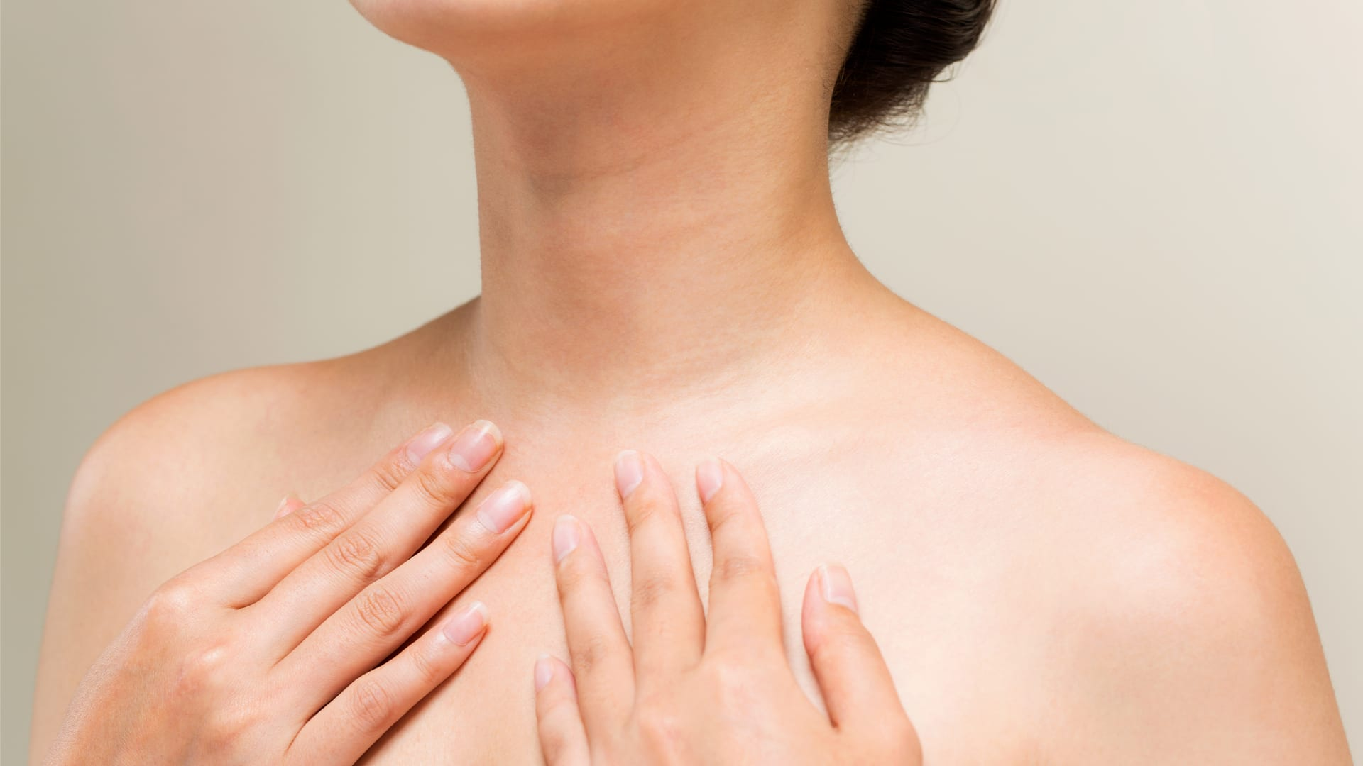 Neck and décolleté: daily exercises to keep them in shape.